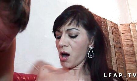 Caliente tetas grandes engañando a esposa latina se folla a un vecino negro poeno en español
