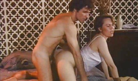 La abuela se divierte porno hablado en español con su toyboy