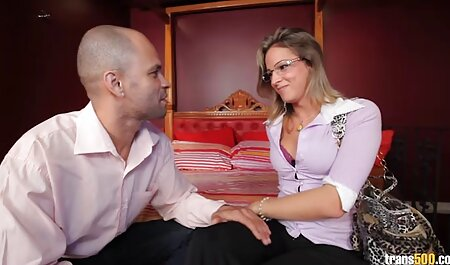 Texas Cougar Deauxma Scissor folla y chupa 2 porno hablado en español milfs euro!